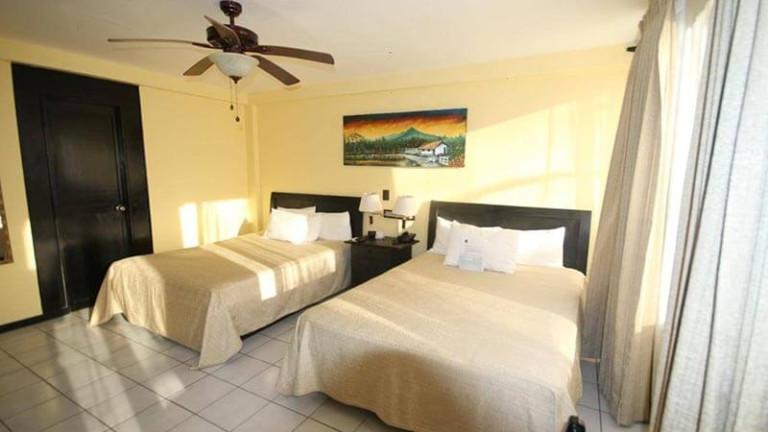 el-sitio-single-beds-room2